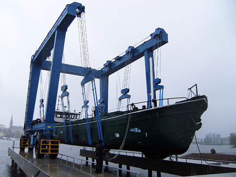 200 ton travel lift