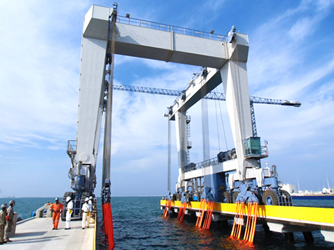 customized 600 ton boat hoist crane inspection