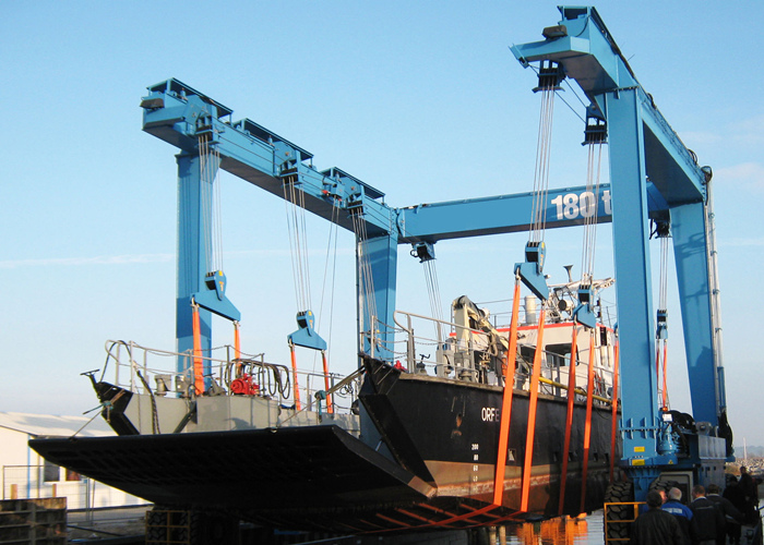 180 ton travel lift for sale